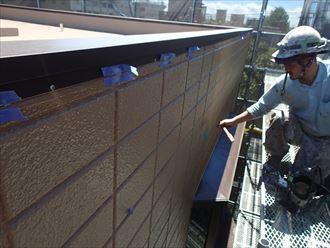 江戸川区東小岩で無機塗料スーパーセランフレックスを使った外壁塗装工事の終了前タッチアップを実施
