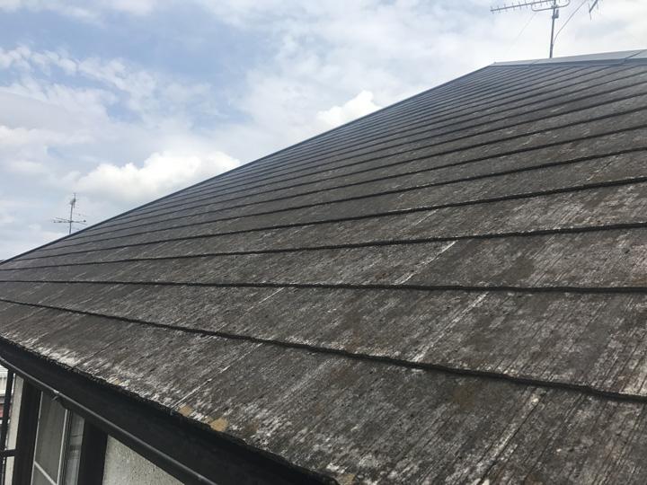 青梅市新町にて屋根塗装前調査、塗膜劣化したスレートにサーモアイSiによる屋根塗装工事をご提案