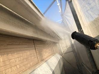 葛飾区西新小岩で外壁塗装工事、本日の作業は高圧洗浄作業です