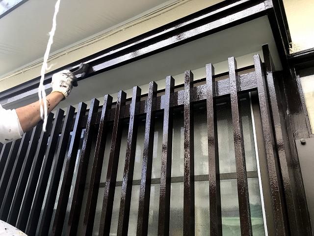 狭山市北入曽で塗装工事と雨樋取付工事、工事の段取りの問題が