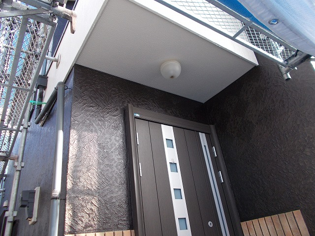 所沢市上安松の外壁がいよいよ上塗り塗装に