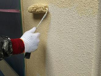 富里市七栄でリシン仕上げのモルタル外壁を水性アクリルトップコート材のエラストコートで外壁塗装