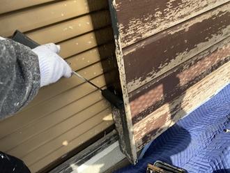 市原市青葉台にて戸袋の経年劣化、ケレンを行い塗装工事を行いました