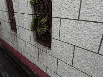 ブロック塀塗装は意外と難しい?塗り替え時の注意点|千葉市美浜区