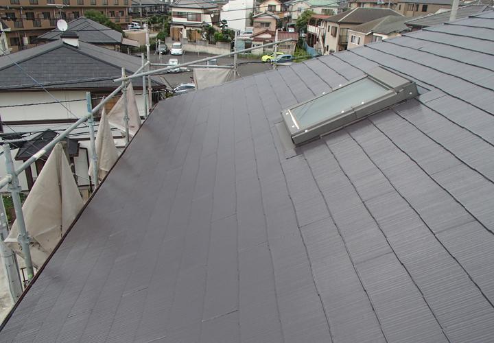 野田市七光台で雨染みの目立つスレート屋根をサーモアイ4Fのクールディープグレーで塗装