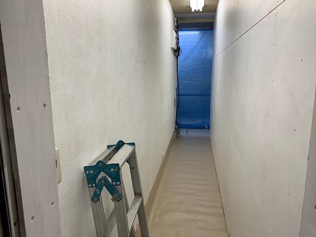 福島市の事務所様で内部の間仕切り工事や塗装工事の養生