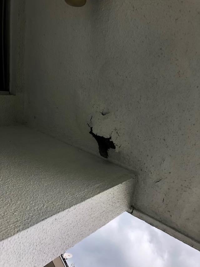 大垣市でシーリングの劣化や屋上汚れと雨漏りの跡があるお宅の現場調査