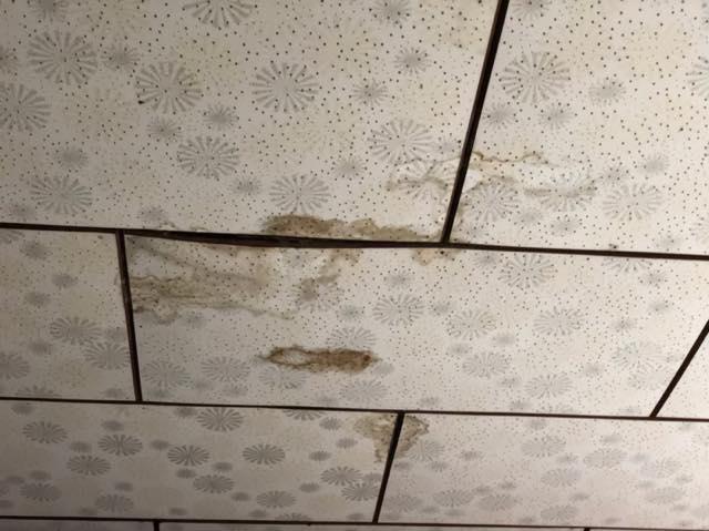 岐阜市で雨漏りの修理を考えている方へ。雨漏りすると家はどうなる?